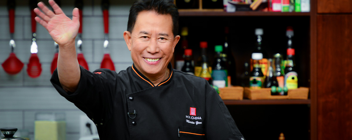Chef Martin Yan waving to audience